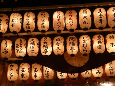 Chochin-lanterns-at-big-temple-in-august;